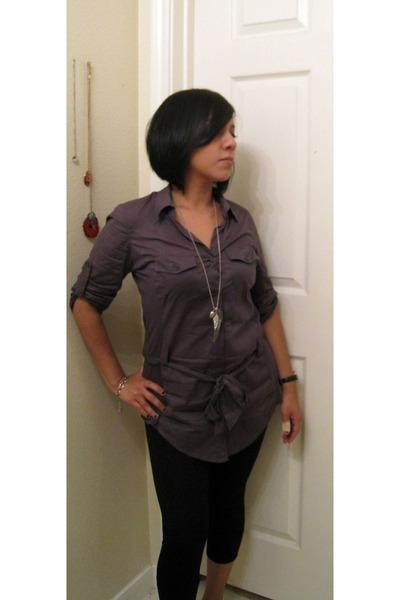 black thirfted leggings leggings - gray Forever 21 shirt - silver Forever 21 acc