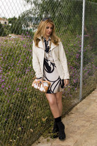 black Camilla Skovgaard boots - black Zara dress - beige Formula Joven El Corte