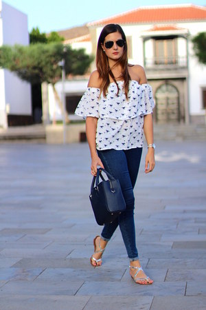 walktrendy blouse - Zara jeans - Zara sandals