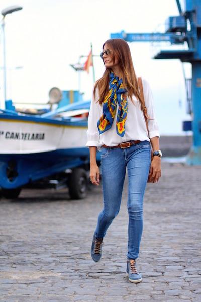 suiteblanco jeans - Mango shirt - Panama Jack sneakers