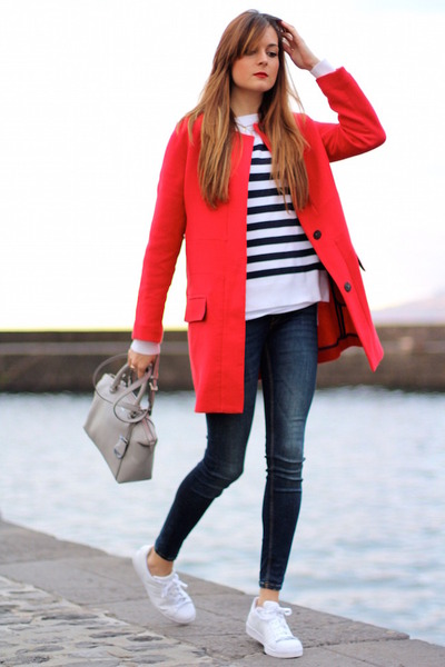 Zara coat - Zara jeans - H&M sweater - Michael Kors bag - Adidas sneakers