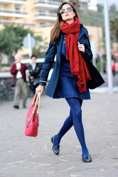 Guess bag - Zara dress - Stradivarius coat - Zara scarf - Stradivarius loafers