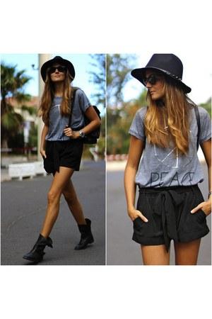 Zara boots - Stradivarius shorts - natura t-shirt