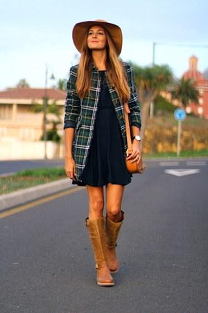 Zara coat - Panama Jack boots - Massimo Dutti hat