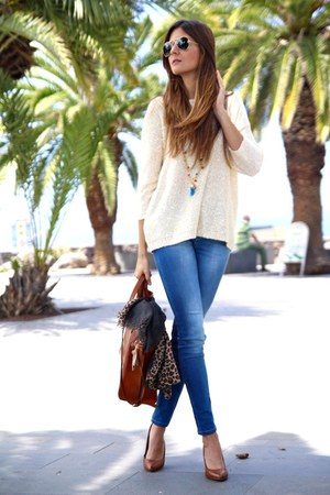 Zara shoes - Stradivarius jeans - Mango sweater - Massimo Dutti bag