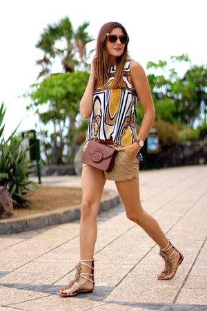 Guess bag - Bershka shorts - Fendi sunglasses - Sheinside blouse