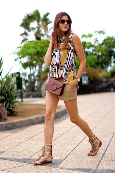 Guess bag - Bershka shorts - Fendi sunglasses - Sheinside blouse
