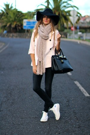 Zara jacket - Bershka scarf - Converse sneakers - little id t-shirt