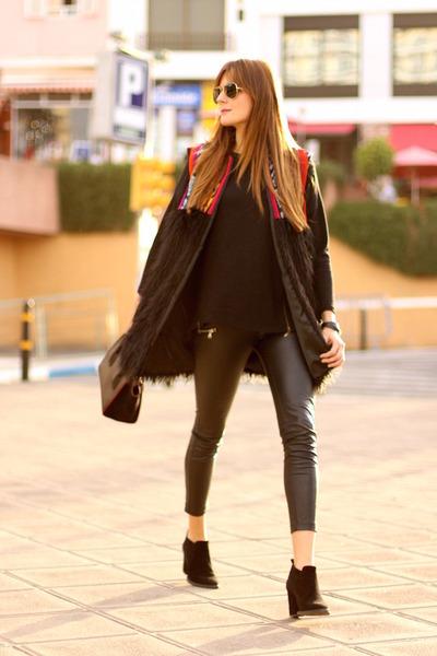 Zara-boots-prada-bag-stradivarius-panties-be-bohemian-vest