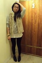 gray Forever 21 sweater - H&M vest - white aa t-shirt - black leggings - Dolce V