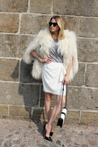black H&M bag - white crepe Zara skirt - ivory fake fur H&M Trend cape