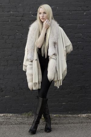 black Frye boots - beige Spanish Moss Vintage coat