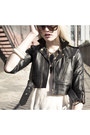 Stanton-james-necklace-viparo-jacket-girl-on-a-motorcycle-bag
