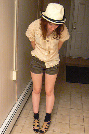 beige BCBG shirt - green Forever 21 shorts - beige Forever 21 hat - beige Nine W