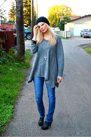 gray H&M sweater - blue Sirens jeans - black Aldo shoes - black Lost hat - silve