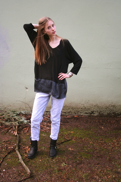 black Salemio shirt - blue H&amp;M jeans - black Frye boots - silver Frever 21 brace