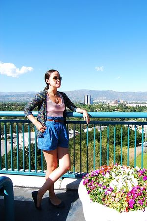 Zara cardigan - Zara t-shirt - blue Zara shorts - brown Topshop belt - Ray Ban s