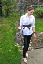 white American Eagle shirt - gold Shoedazzle shoes - beige Jessica purse - blue