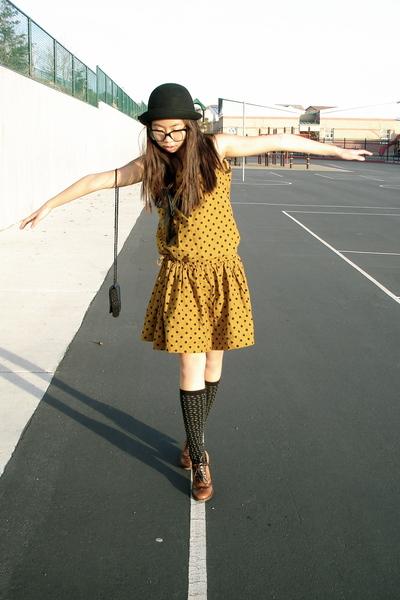 gold vintage dress - black vintage purse - black Urban Outfitters hat - brown Ma