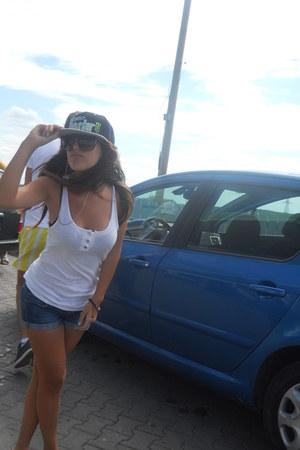 monster hat - bershka shirt - zara shorts
