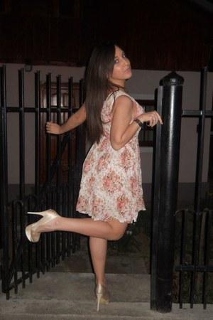 zara floral dress - cream bershka shoes