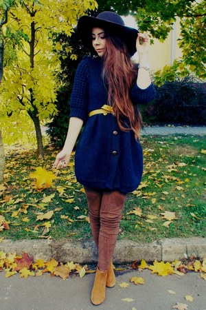 navy sweater - light orange boots