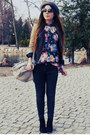 Dark-gray-jeans-red-floral-shirt