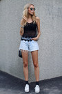 Light-blue-denim-levis-shorts-black-gina-tricot-sunglasses