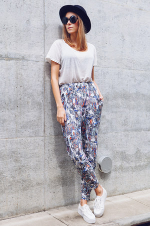white harem Monki pants - black felt vintage hat - white H&amp;M sneakers