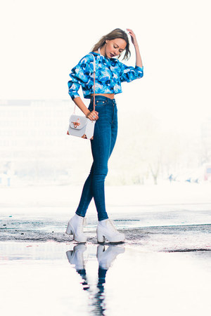 blue denim weekday jeans - white BikBok bag - blue BikBok top