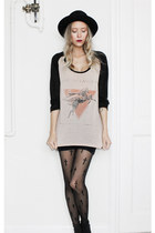 light pink cotton One Teaspoon t-shirt - black cross tigths Stradivarius tights