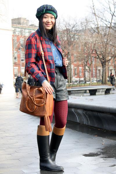 dark green tartan vintage hat - black rain boots Aigle boots
