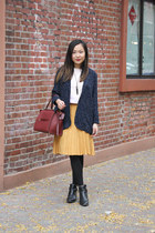 mustard pleated skirt unknown brand skirt - black zipper Zara boots