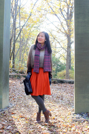bubble gum knit banana republic scarf - brick red ankle boots Seychelles boots