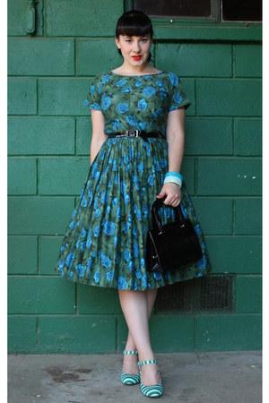 green floral print vintage dress - dark green striped Poetic License heels