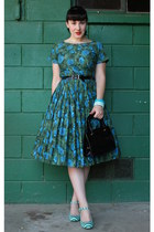 green floral print vintage dress - dark green striped Poetic License heels