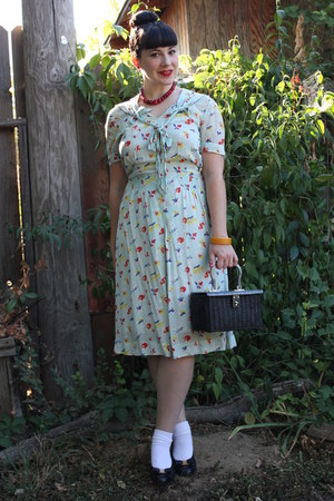 light blue vintage 40s dress - black vintage purse