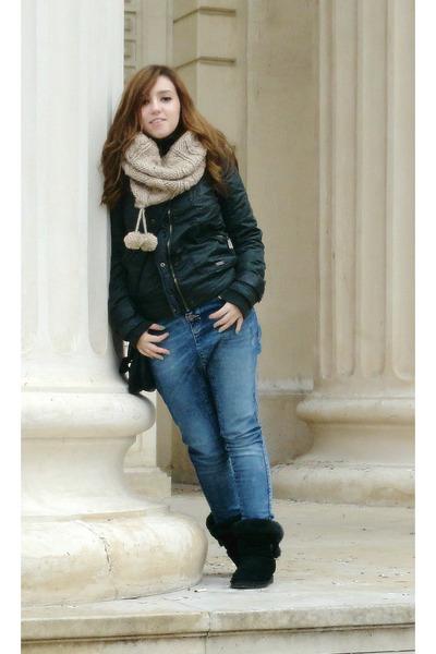 loose-fit jeans Bershka jeans - dark green Bershka jacket - neutral H&M scarf