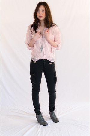 charcoal gray cotton PlayMe Jeans jeans - light pink polka dots UNIF shirt - sil
