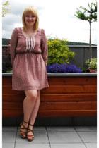 pink polyester modcloth dress - brown leather vagabond sandals