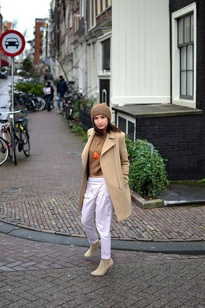 nude Zara boots - beige SANDRO coat - brown Zara hat - orange Lena Klax necklace