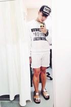 white H&M sweatshirt