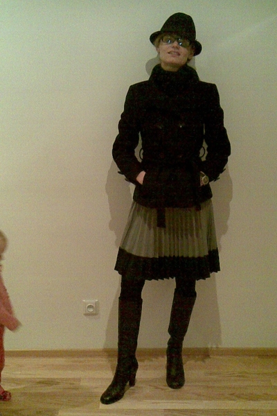H&M hat - Zara coat - H&M skirt - Calzedonia tights - Sisley boots - TAg  Heuer
