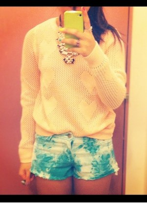 Forever21 shorts - H&M necklace