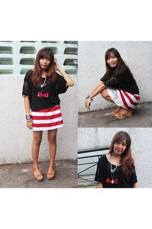 maroon skirt - black shirt