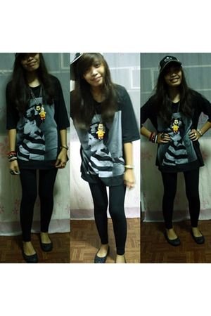 black bessokiss shirt - blue leggings - black Keds shoes - black accessories - b