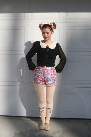 pink eyeball accessories - cream winking eye tights - pink floral shorts