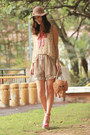 Beige-monki-hat-tan-kate-spade-bag-olive-green-from-laurustinus-shorts-sal