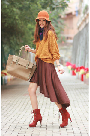 ruby red Joy & Peace boots - mustard united citizens sweater
