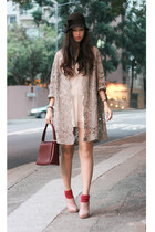 heather gray vintage coat - crimson vintage bag - neutral shoe girl shoes